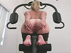 Hot blonde babe playing her pussy at the gym