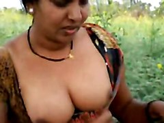 hairy desi aunty exposes her choot outside