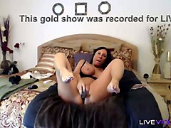 torrid sexy looking cougar susie has it all and she loves masturbating on cam