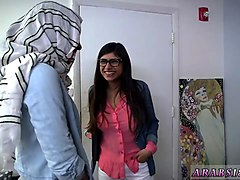 arab suck in car bj lessons with mia khalifa